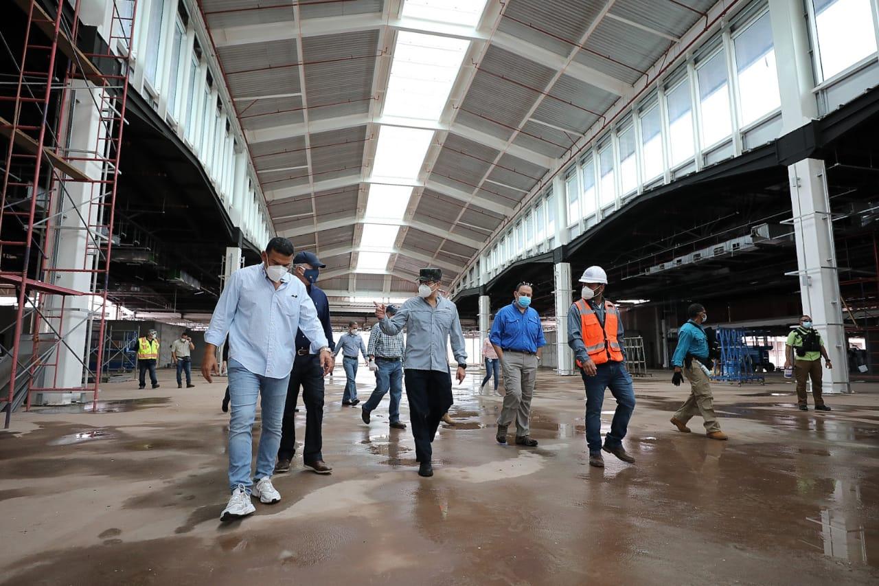 Presidente Hernández supervisa trabajos de construcción de Palmerola bajo nueva realidad