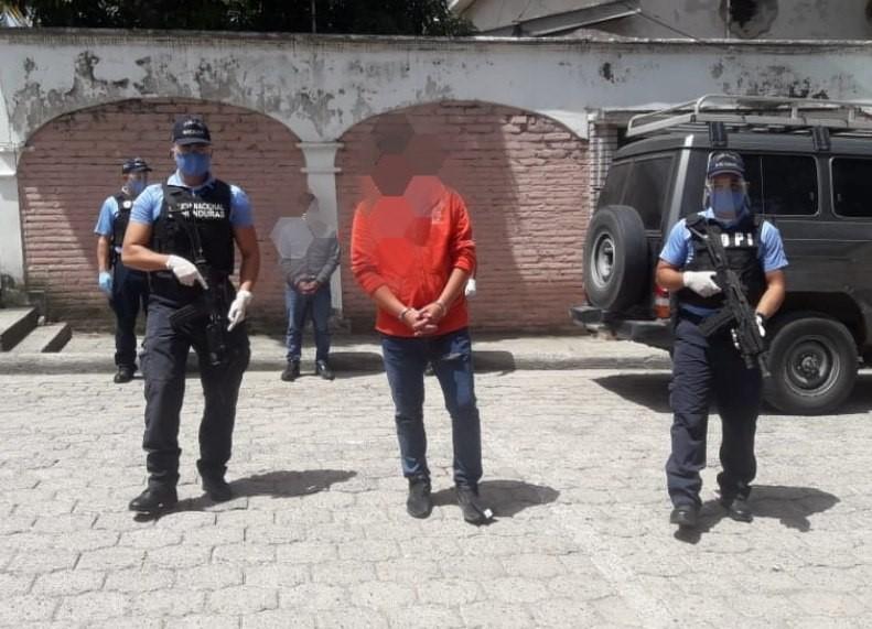 Detenidos dos sujetos al momento que realizaban el traslado irregular de siete ciudadanos cubanos