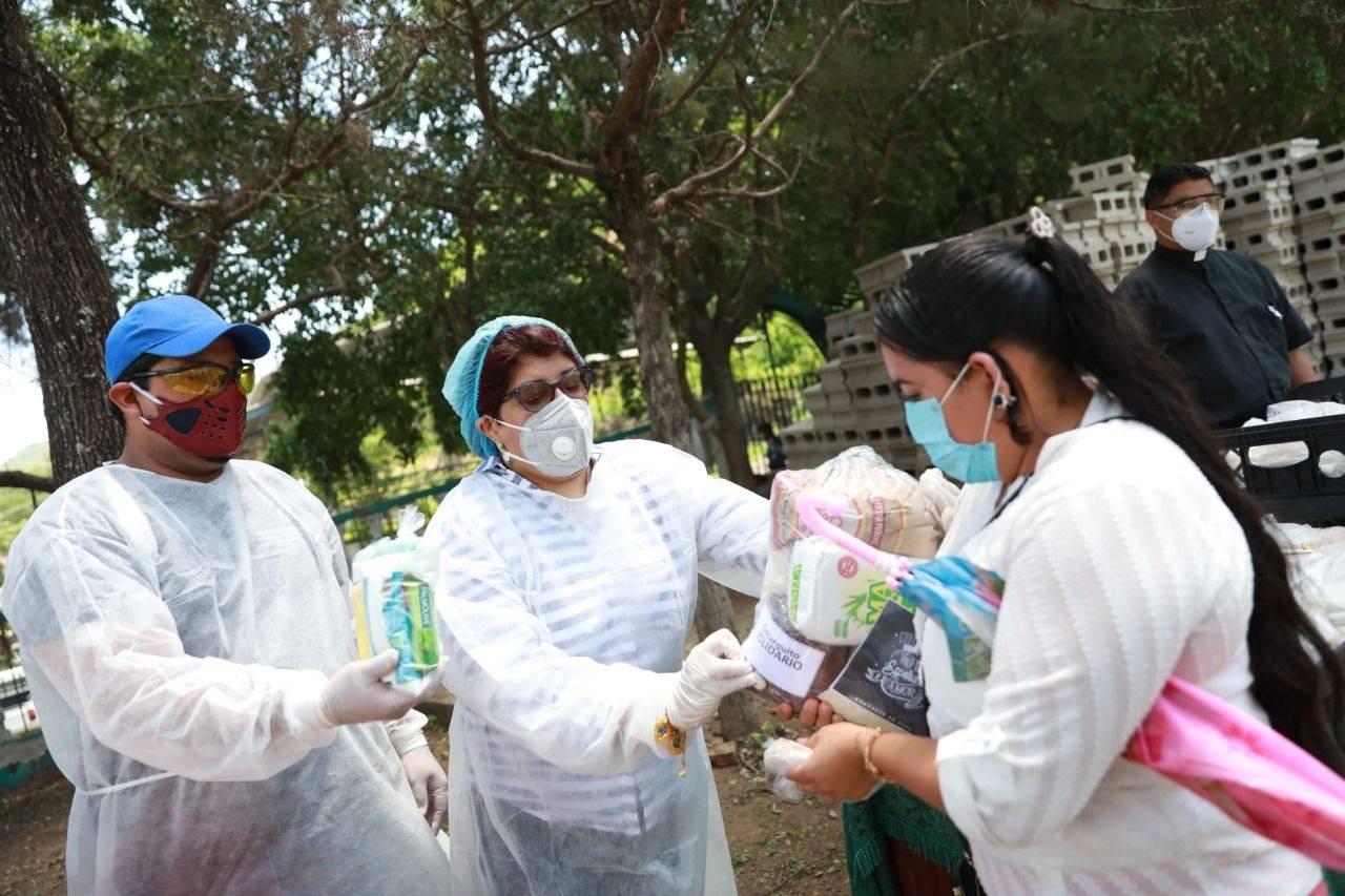 """Pobladores de aldea Yaguacire reciben """"El encarguito solidario"""""""