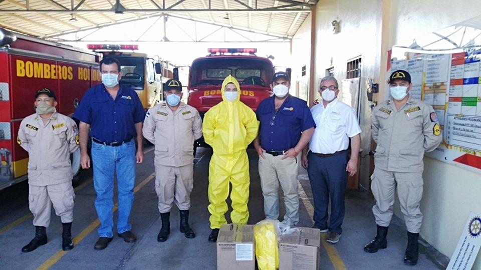 Club Rotario de Santa Bárbara entrega 30 trajes A70 a personal del Cuerpo de Bomberos
