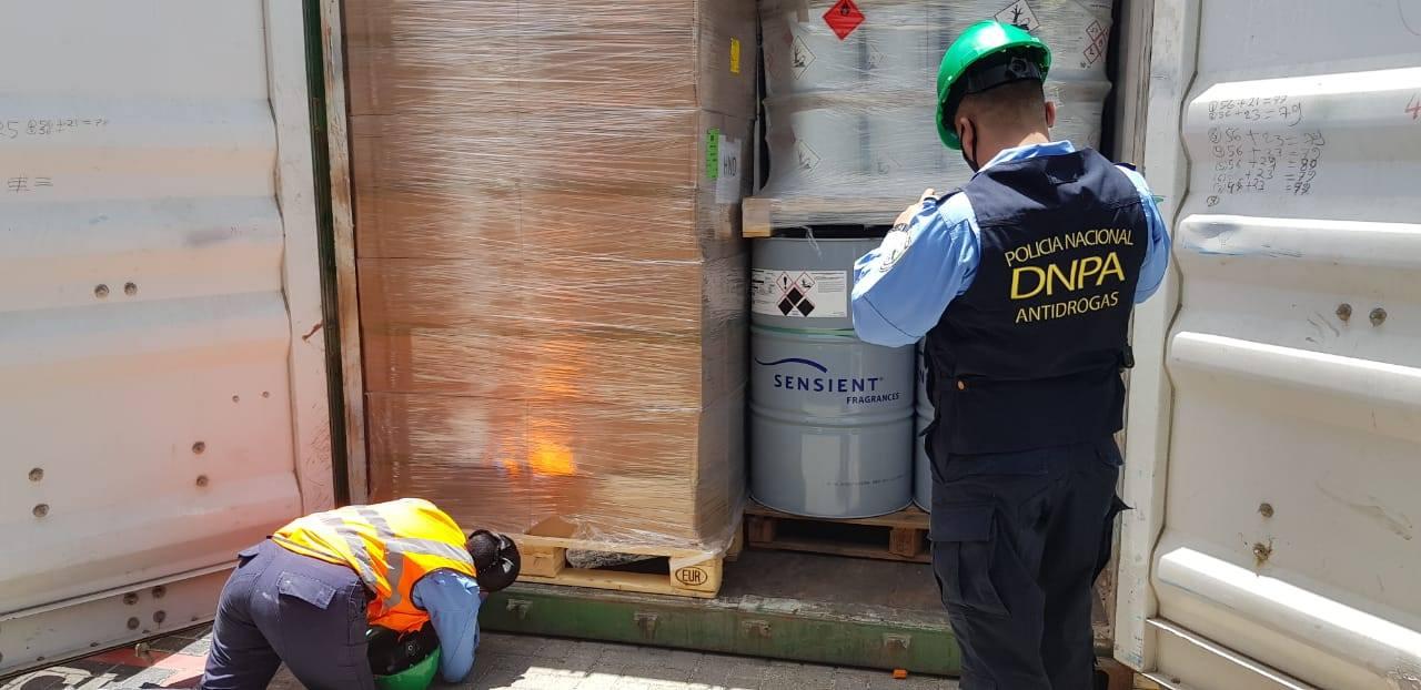 Más de 70 barriles de ácido clorhídrico utilizados para la elaboración de cocaína proveniente de Colombia son decomisados en Puerto Cortés