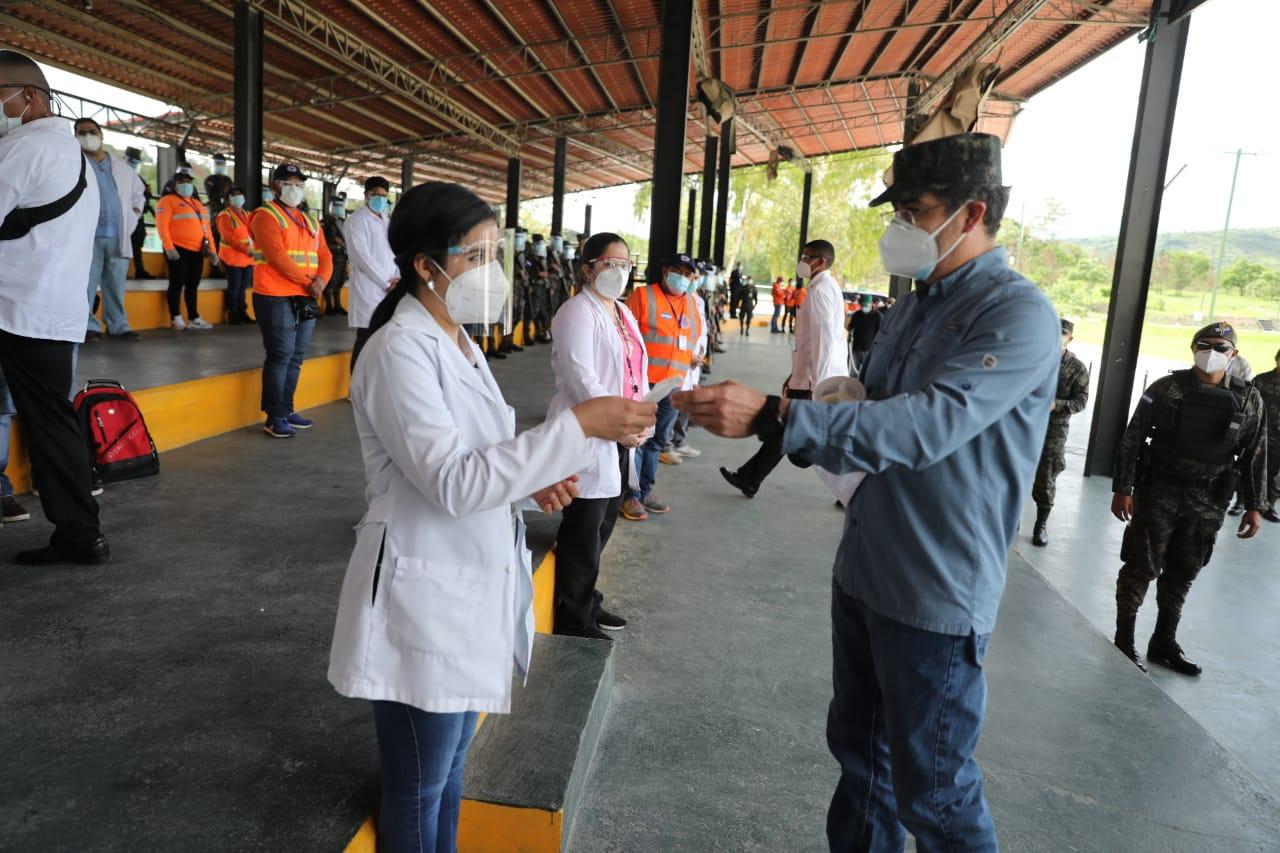 Presidente Hernández anunció trabajo de 25 equipos médicos para atender posibles pacientes de Covid 19