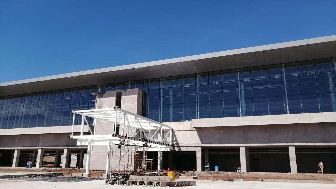 Avance: Instalan estructura de las siete mangas del Aeropuerto Internacional de Palmerola