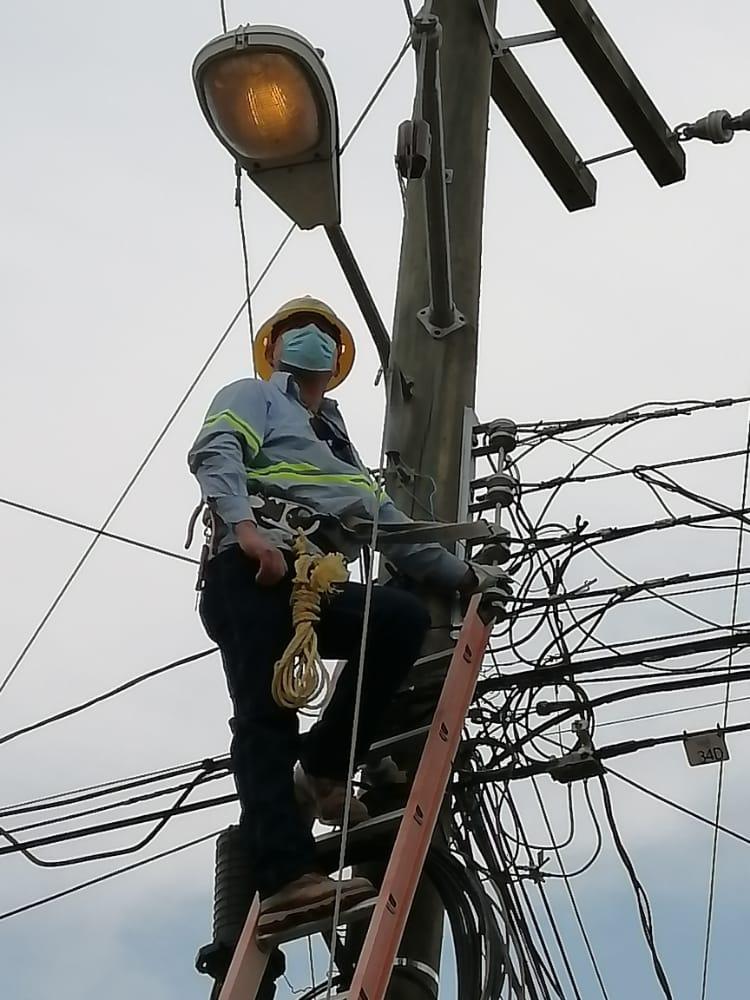 ENEE  da respuesta a solicitudes de reparación del alumbrado público en La Esperanza, Intibucá.