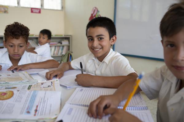 Arnaldo Bueso: Imperdonable invisibilizar casi dos millones de educandos que están recibiendo clases