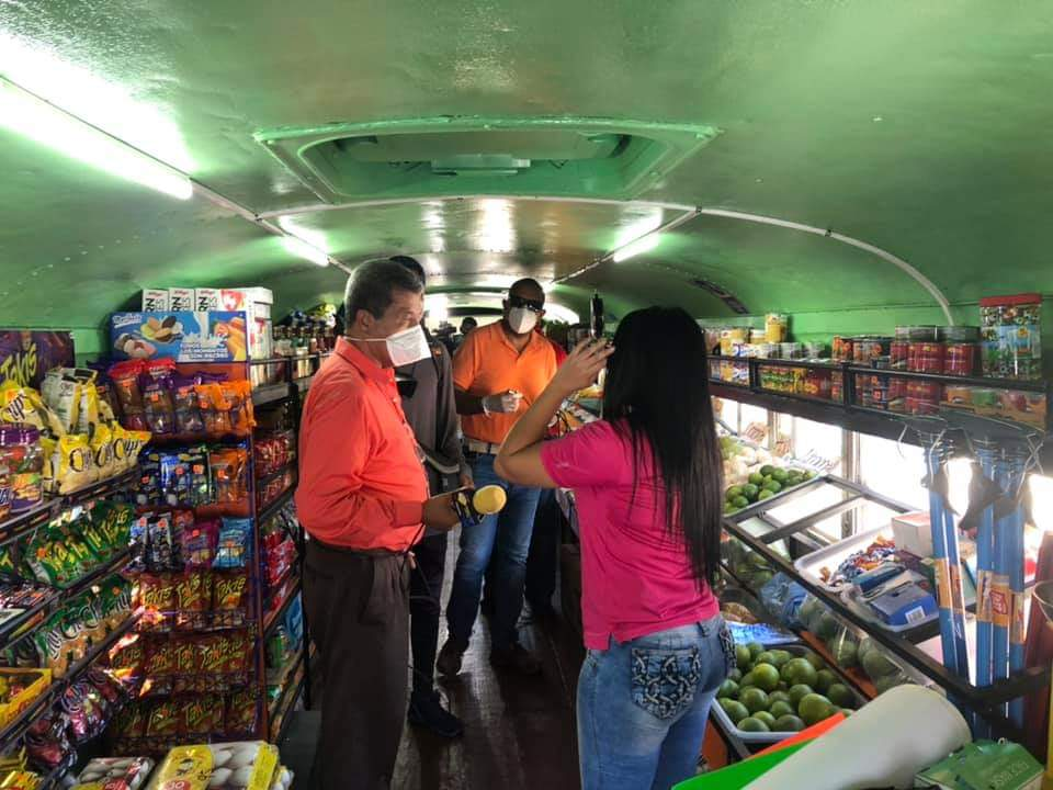 Los Rolands  y Chicas Roland de La Ceiba emprenden venta de productos de abarrotería en sus buses