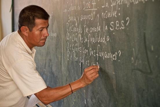 Presidente Hernández anuncia pago al 100 % de maestros para esta semana