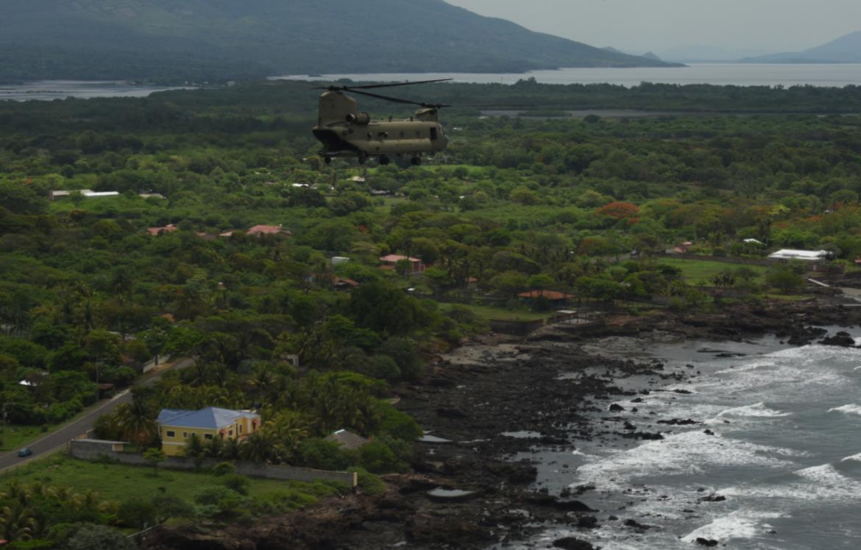 Helicópteros del ejercito de los EE.UU realizan ejercicio en el norte de Honduras