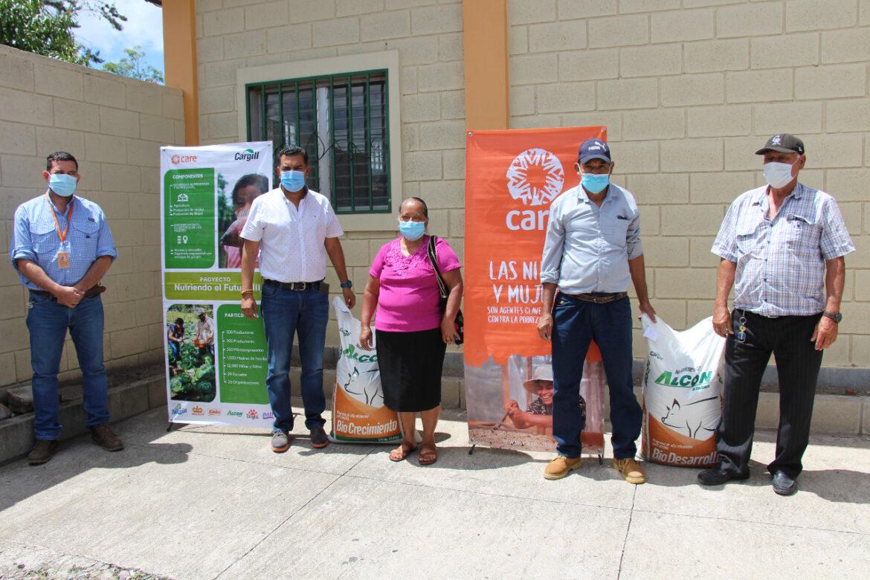 Municipalidad de Siguatepeque y CARE/Cargill entregan benefician a productores de engorde de cerdos