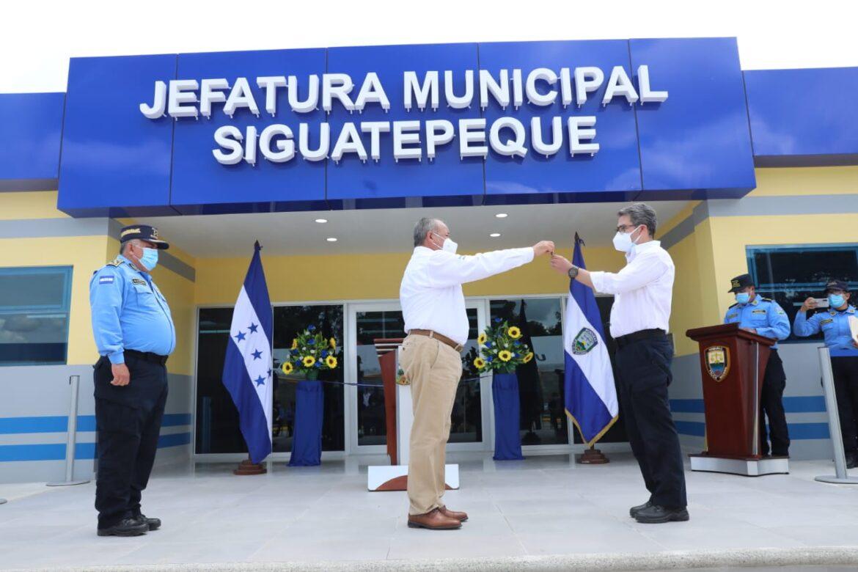 Presidente Hernández inaugura  modernas instalaciones policiales en Siguatepeque