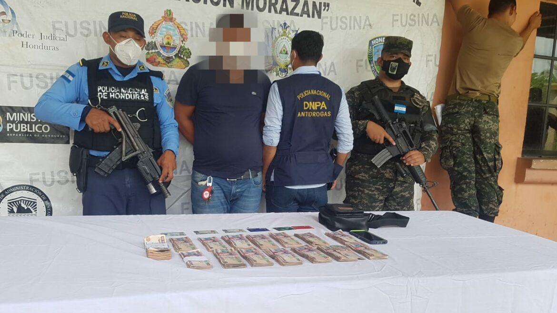 En posesión ilegal de más de 270 mil lempiras en moneda nacional y extranjera es detenido ciudadano guatemalteco