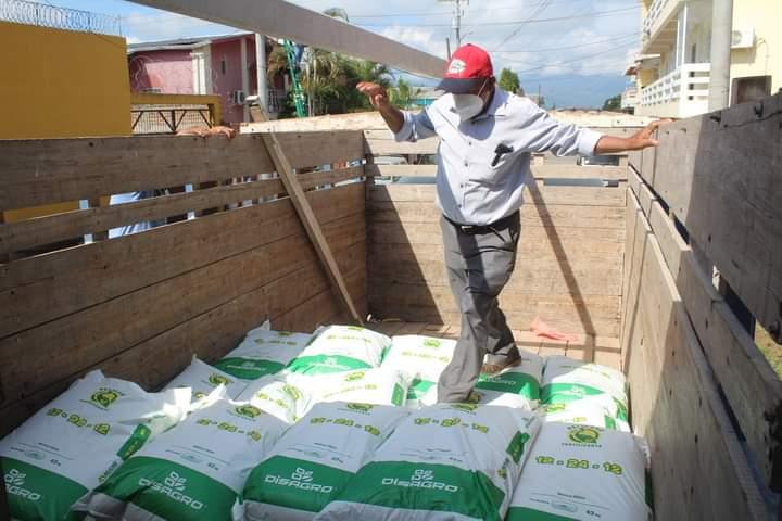Alcaldía de Comayagua entrega fertilizante agricultores de las comunidades del municipio
