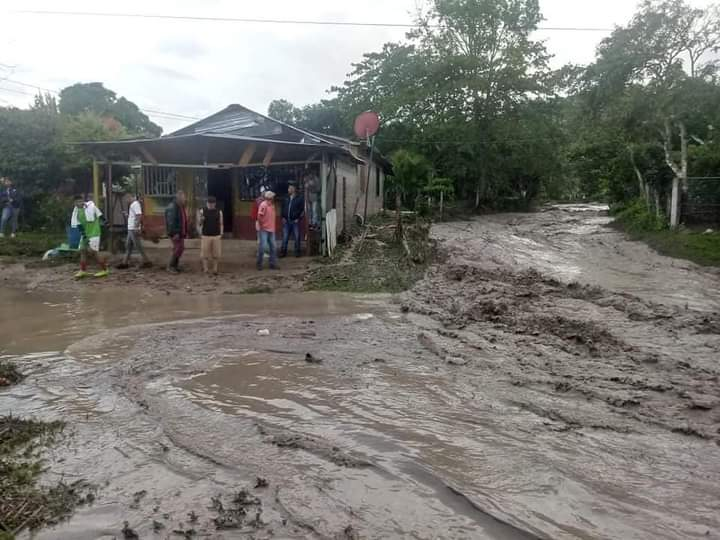 Lluvias dejan deslaves en la comunidad de Potrerillos, Siguatepeque