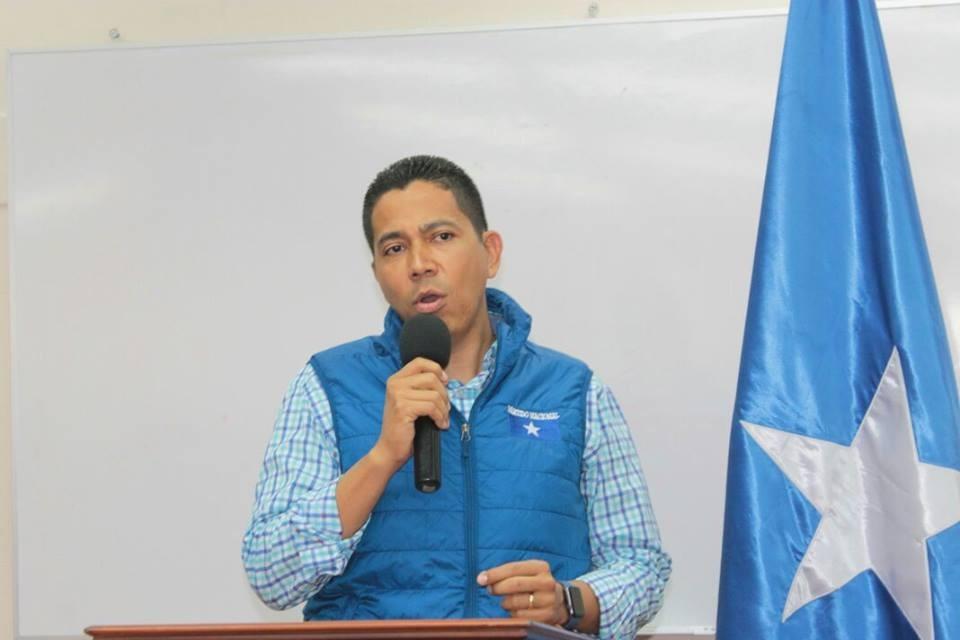 Debate sin condiciones, construir consensos y un pacto por Honduras, demanda Reinaldo Sánchez