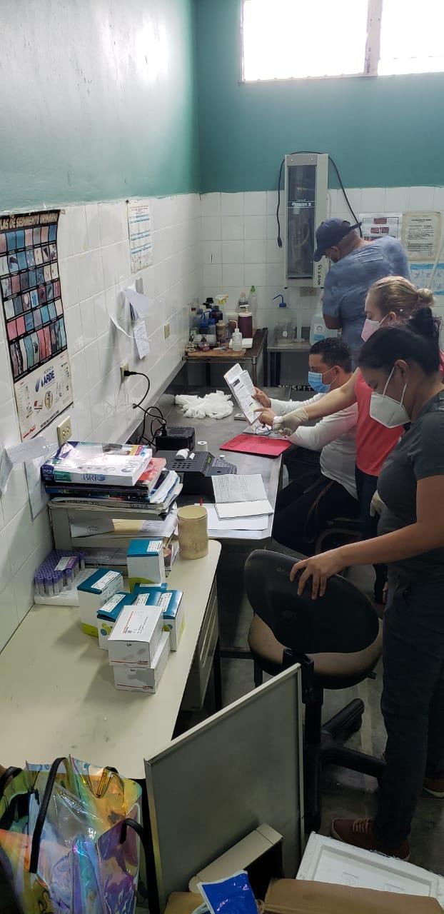 Instalan equipo para procesar análisis de química sanguínea en la Penitenciaria Nacional de Támara