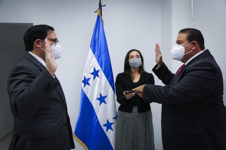 Canciller Rosales juramenta a nuevo embajador de Honduras en EEUU, Luis Suazo Barahona