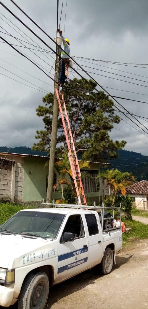 ENEE realiza diversas reparaciones eléctricas en Siguatepeque, Comayagua