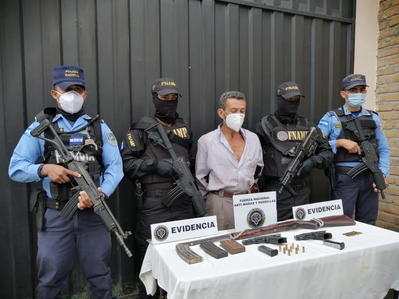 Alias «Mario Pistolita» fue detenido en varias ocasiones por portación ilegal de armas y tráfico ilegal de madera