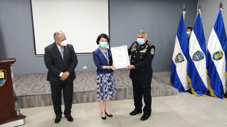 Embajadora de China Taiwán recibe reconocimiento por parte de autoridades policiales