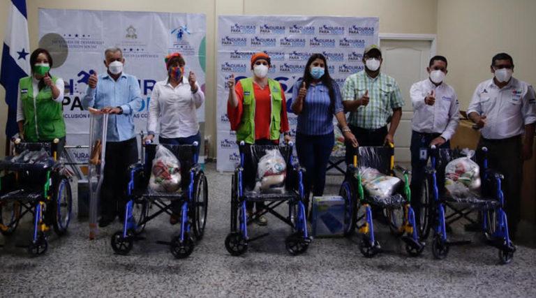 En La Paz: Gobierno reactiva programas sociales y entrega beneficios a familias de Santa María y Chinacla