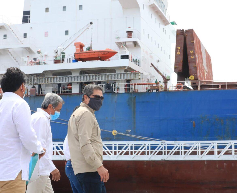 Presidente Hernández visita nueva terminal de graneles de Puerto Cortés