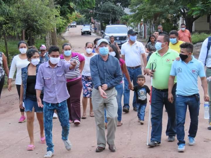 Alcalde Carlos Miranda evalúa daños ocasionados por las fuertes lluvias en la comunidad de Valle de Ángeles para ejecutar obras de mitigación