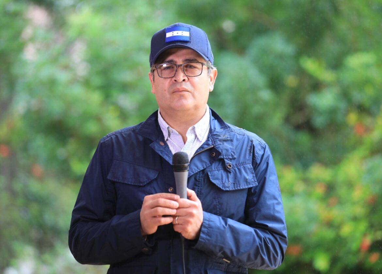 """Presidente Hernández ante la llegada del huracán Eta: """"Lo más importante en este tiempo de crisis es que trabajemos juntos"""""""