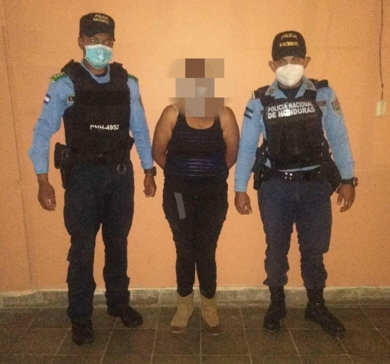 Mujer es detenida en posesión de marihuana y remitida a la Fiscalía