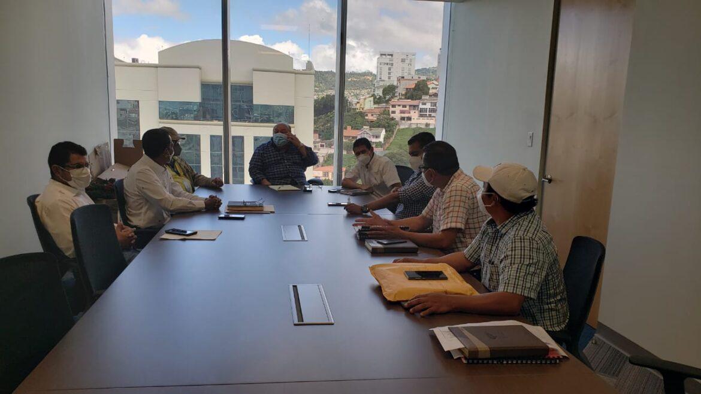 Alcalde de Siguatepeque presenta diseño para alcantarillado sanitario de barrio Santa Martha, sectores de Macaruya y Buenos Aires