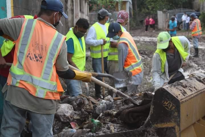 Alcaldía de Comayagua continúa con la limpieza en las colonias que fueron afectadas por el huracán ETA