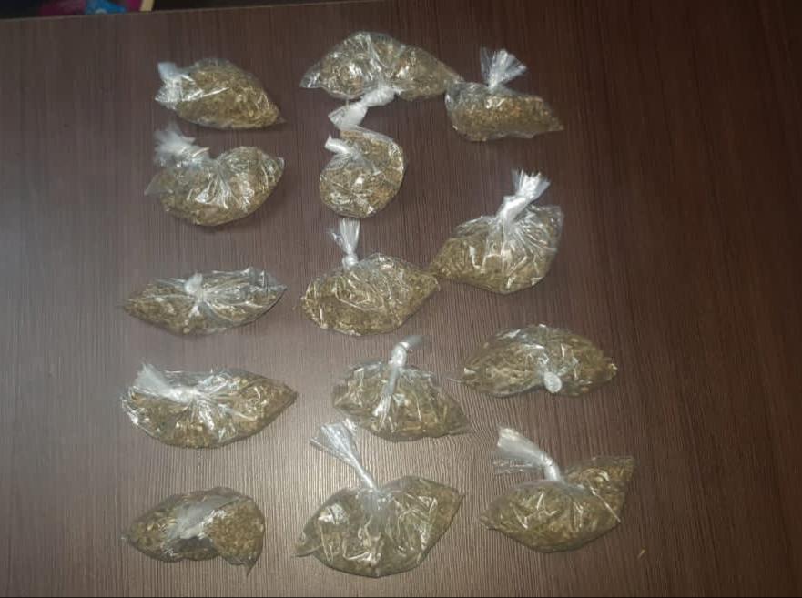 Policía detiene menor en posesión de supuesta droga