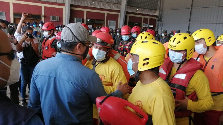 """""""Ustedes son muestra del temple y de la solidaridad que este pueblo necesita"""", dice el presidente Hernández a rescatistas"""