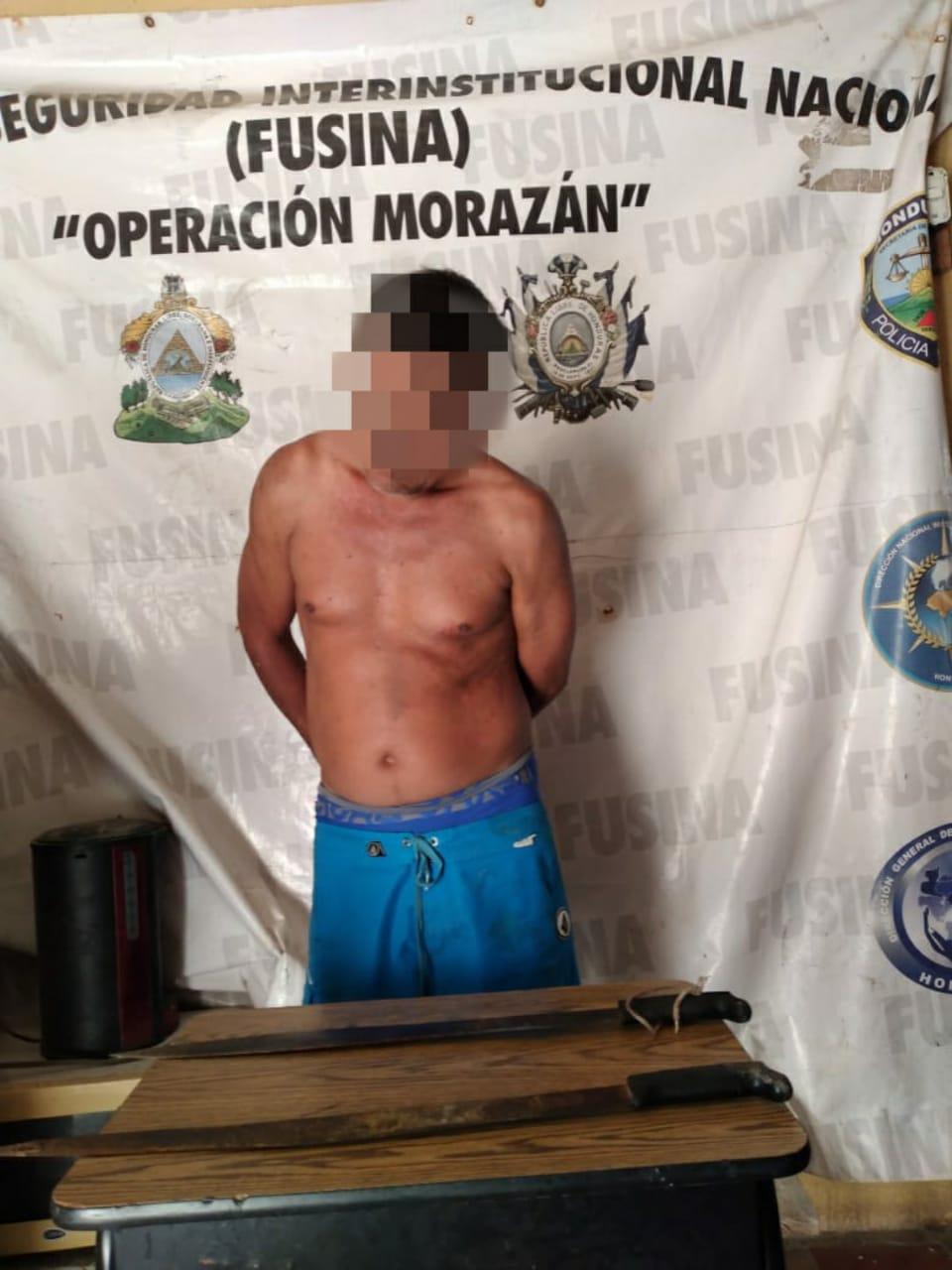 Policías preventivos arrestan hijo que intento dar muerte a su madre