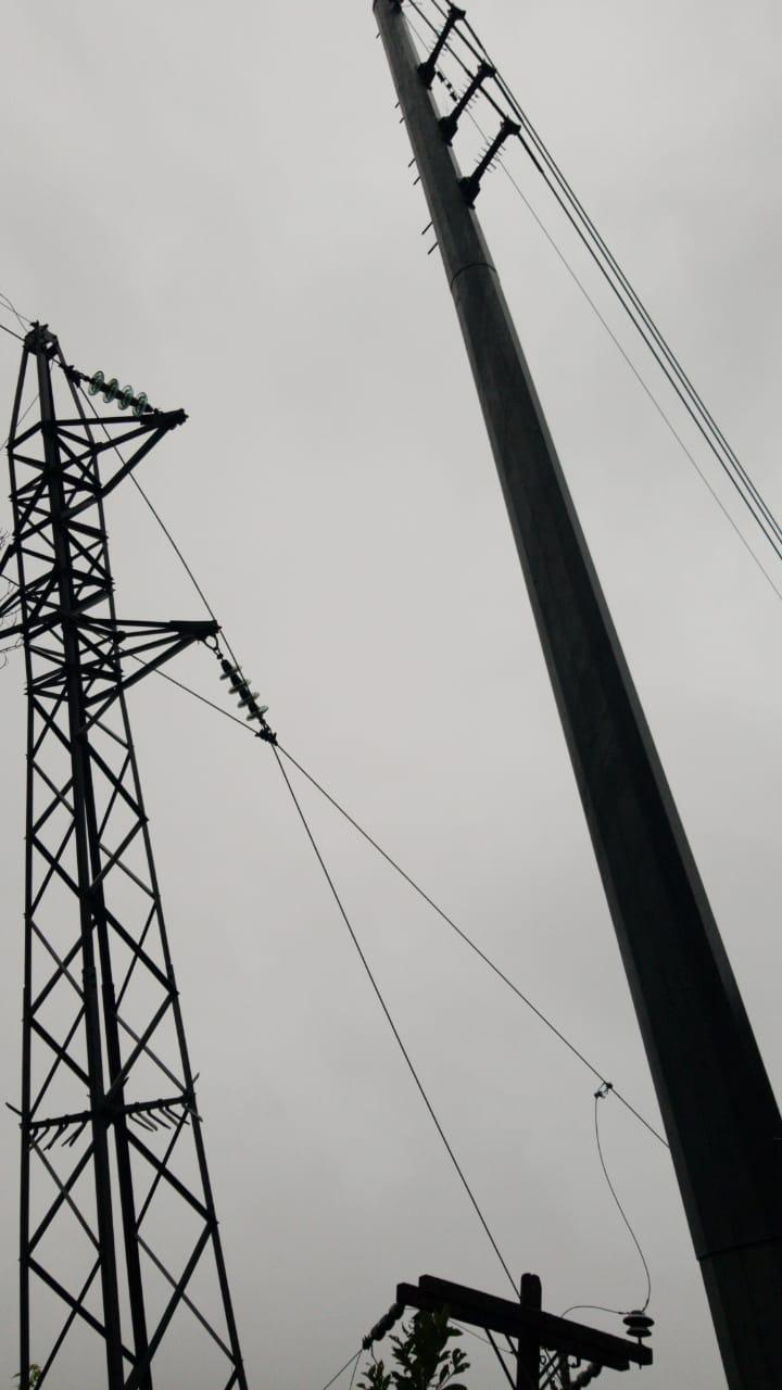 Árboles caidos sobre líneas de distribución dejan sin energía los departamentos de Intibucá y parte de La Paz