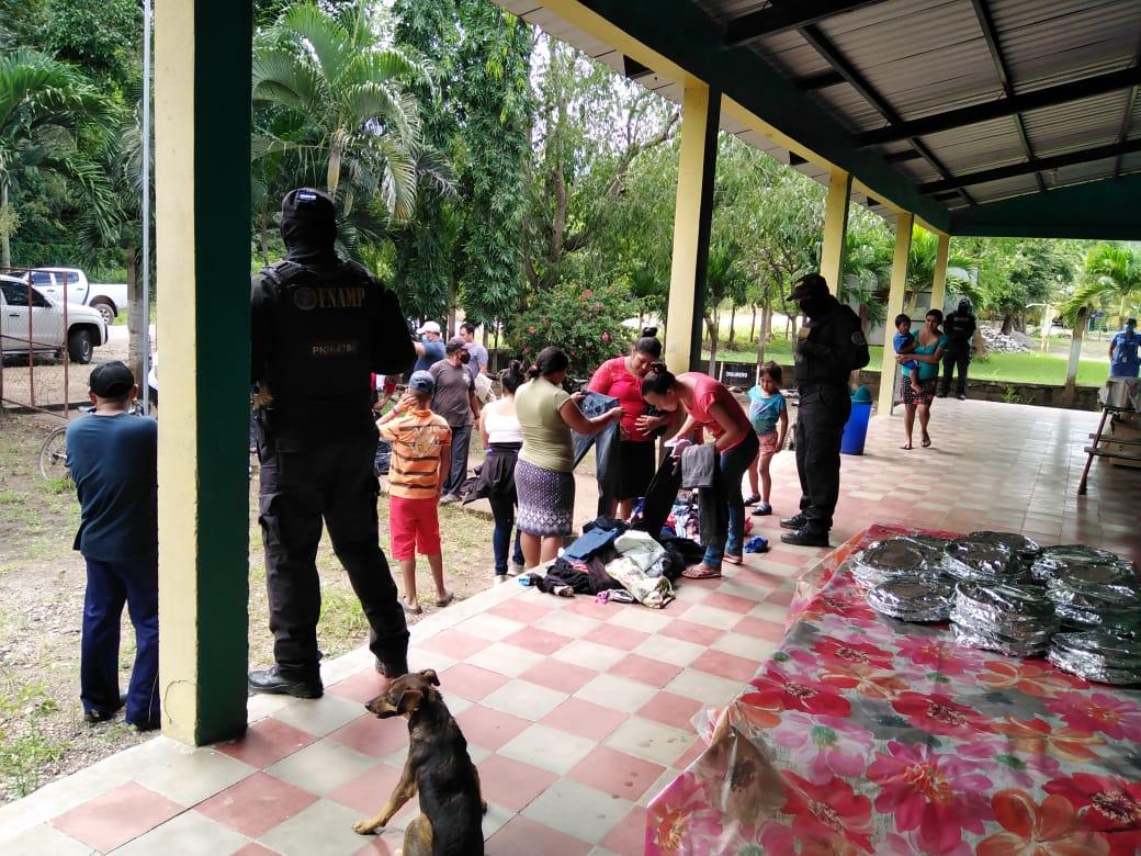 FNAMP junto a personal de salud llevan atención médica a personas afectadas por ETA en la comunidad de El Taladro, Comayagua