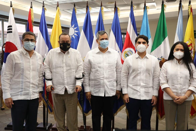 Presidentes Hernández y Giammattei abogarán ante BCIE por acceso a recursos para reconstrucción