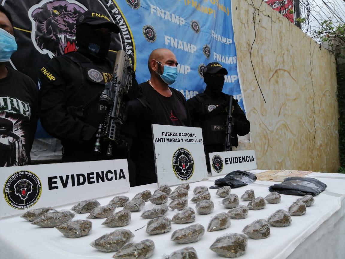 FNAMP detiene a dos personas dedicadas a la venta y distribución de droga en la Villa de San Antonio