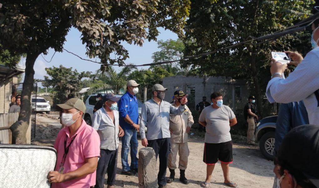 Presidente Hernández supervisa limpieza de viviendas en Potrerillos