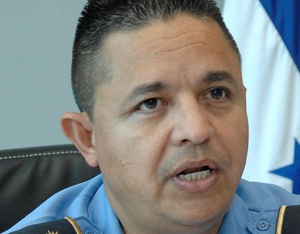Policía Nacional propone dialogo entre sectores sobre ley que permite a dos hombres transportarse a bordo de una motocicleta