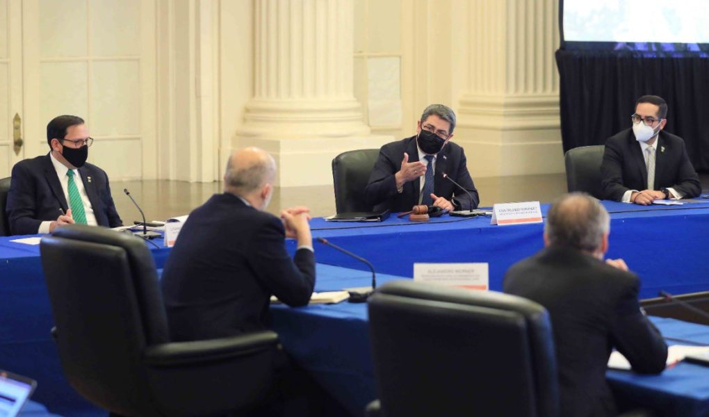 Presidente Hernández expone a bancos multilaterales los daños que dejaron las tormentas tropicales Eta y Iota