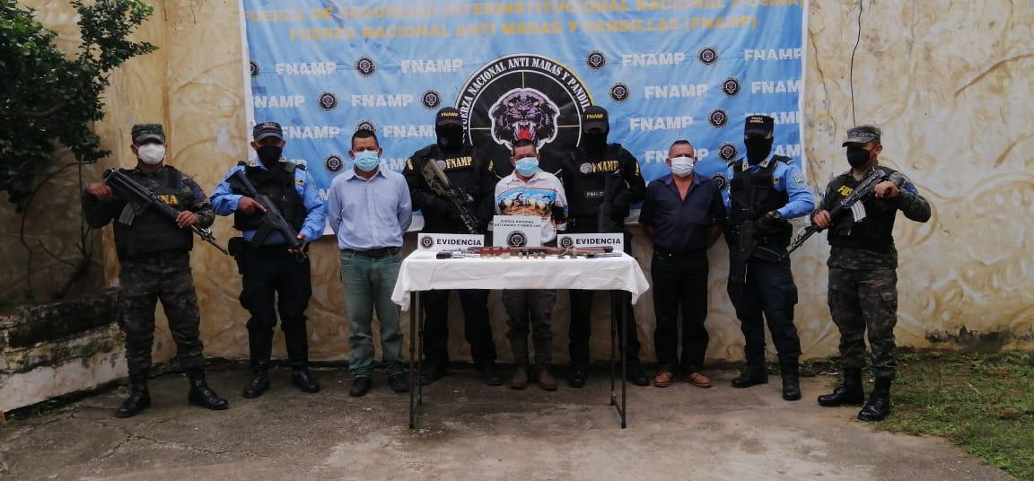 En posesión armas de fuego detienen a tres miembros de la banda Criminal Los Vásquez en la aldea Veracruz en el municipio de Comayagua