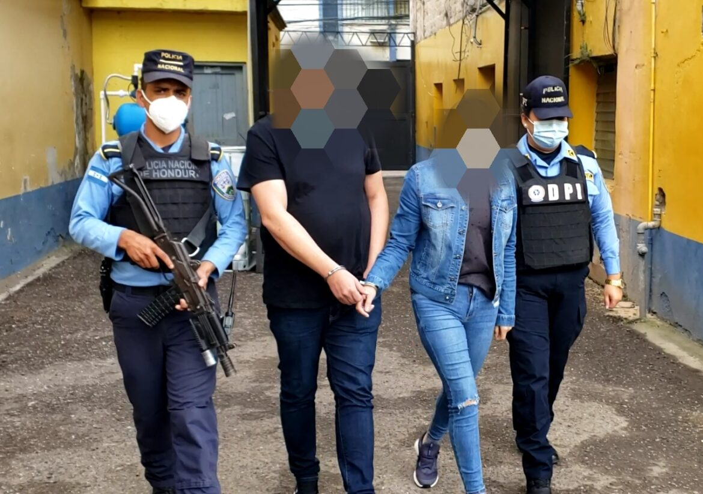 Un estadounidense y una hondureña son arrestados por clonación de tarjetas de crédito y débito