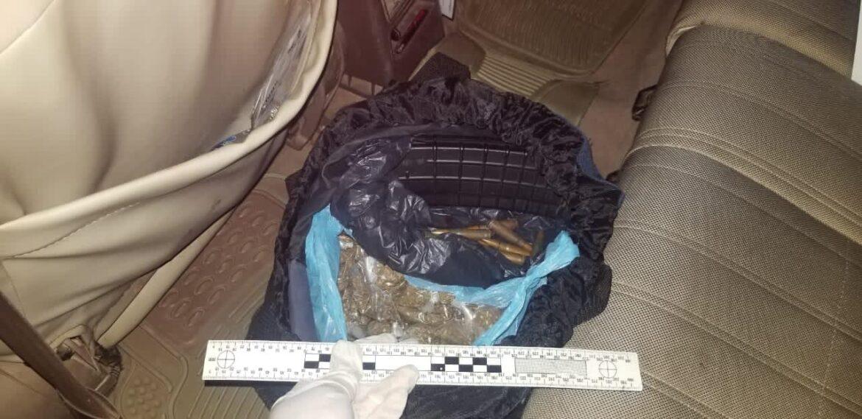 Policías detienen a sujeto en posesión ilegal de munición para arma de fuego, droga y vestimenta de uso exclusivo policial