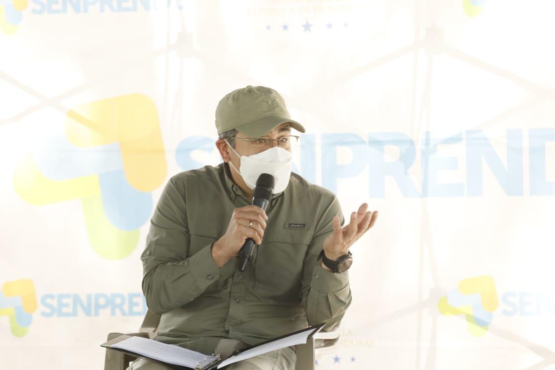 Presidente Juan Orlando Hernández convoca de emergencia a directores regionales de Salud