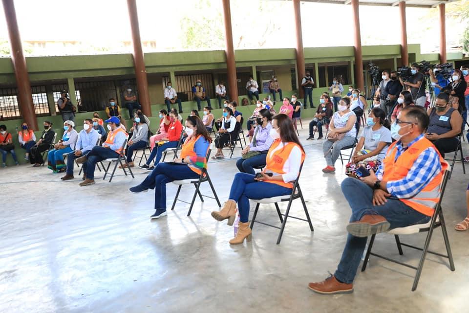 Primera dama entrega bono «Vida Mejor» en Comayagua