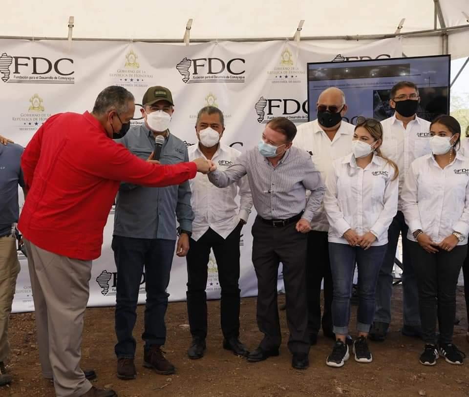 Alcalde Carlos Miranda participó en la colocación de la primera piedra para la construcción del instituto oncológico hondureño en Comayagua