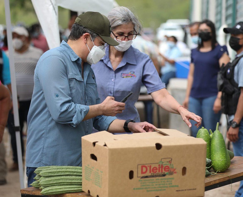 Presidente Hernández inaugura planta exportadora de vegetales D´Leite en Comayagua