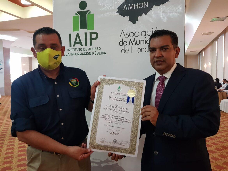 Por su nivel de transparencia y manejo de información, IAIP entregó reconocimiento a la alcaldía de Siguatepeque