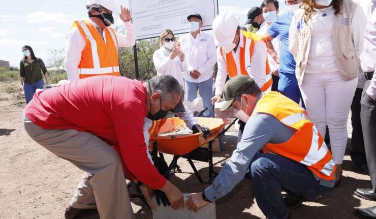 Presidente Hernández coloca primera piedra del Instituto Oncológico Hondureño en Comayagua