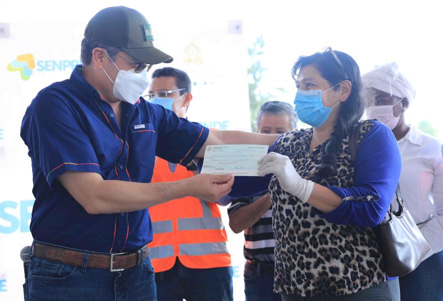Presidente Hernández entrega financiamiento de Crédito Solidario a emprendedores de Santa Lucía